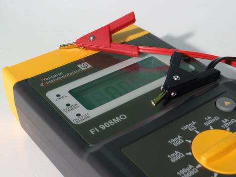 Micro-milliohmmètre portable 5 A, résolution 1 µΩ   FI 908MO