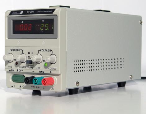 Alimentation numérique 1 voie 36 V / 5 A ou 36 V / 10 A, puissance 360 W  FI 3610